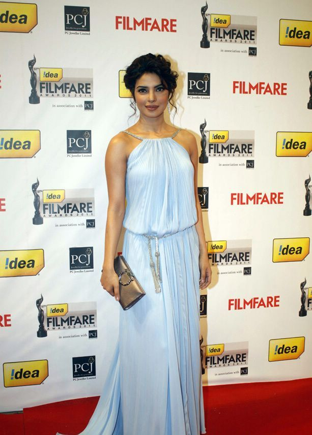Priyanka chopra1 - Priyanka chopra Gown At 57th Idea Filmfare Awards 2011