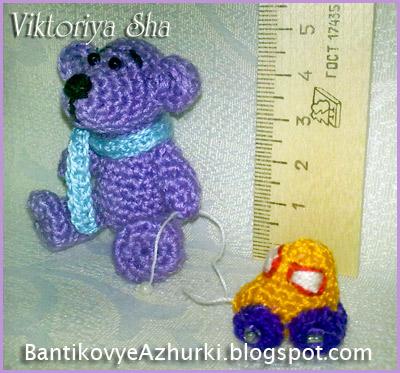 Мишка-амигуруми с машинкой