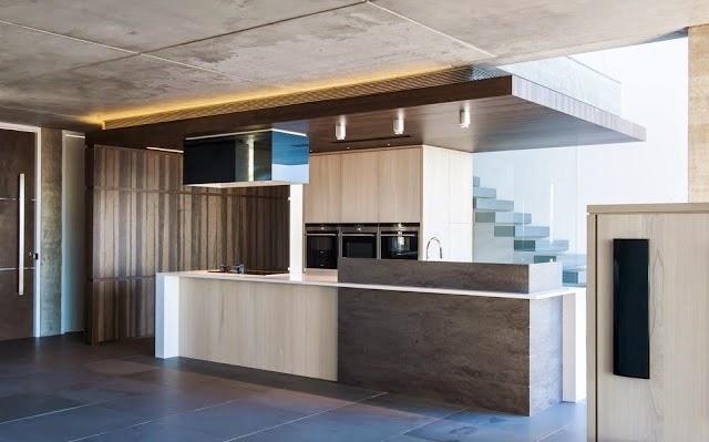 Los ingredientes necesarios para la cocina ideal cocinas - Cocina moderna madera ...