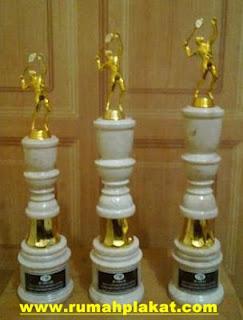 piala golf, pusat trophy, piala akrilik, 0856.4578.4363, www.rumahplakat.com