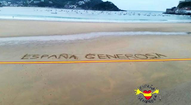 kilómetro de bandera española en playa de La Concha, San Sebastián