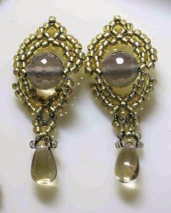 Симпатичные сережки из бисера со схемой