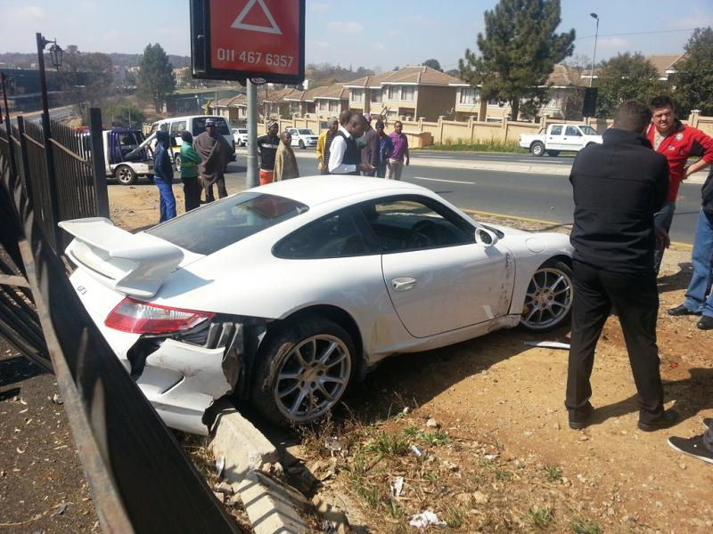 ouch porsche gt3 crashed on test drive in johannesburg. Black Bedroom Furniture Sets. Home Design Ideas
