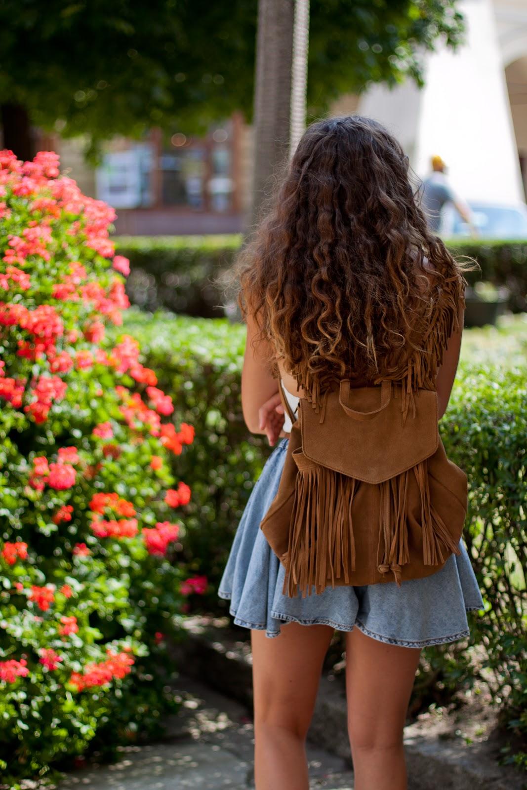 zamszowy brązowy plecak z frędzlami zara