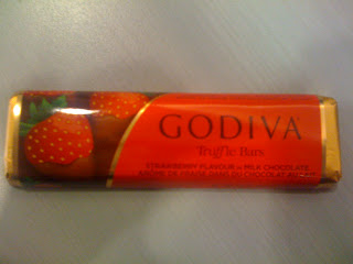 Godiva - Truffle Bars - Strawberry Flavour in Milk Chocolate