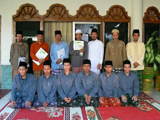 http://raudlatululumkencong.blogspot.com/2013/05/bank-konvensional-dan-bank-syariah.html