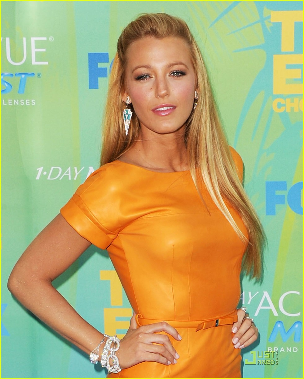 blake lively straight hairstyles-12