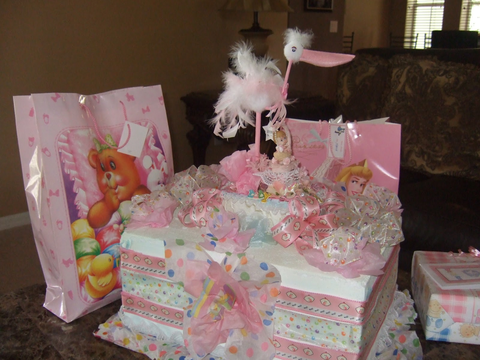 here are some photos of the baby shower decorations ...