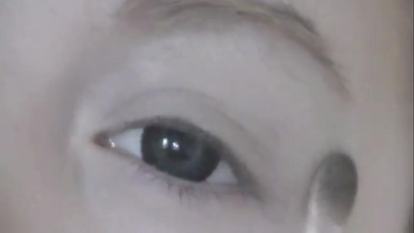 ... pada bagian kelopak mata saja seperti yang terlihat pada gambar