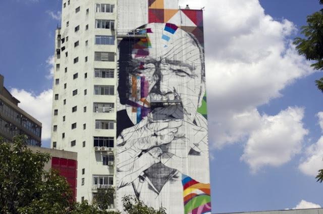 Eduardo Kobra faz mural gigante de Oscar Niemeyer na Avenida Paulista.