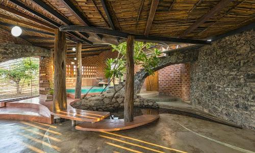 Brick House by iStudio Architecture