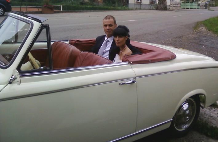 ctait delle territoire de belfort le 6 aot 2011 les jeunes maris qui nous adressons tous nos voeux de bonheur avaient choisi le cabriolet - Location Voiture Mariage Franche Comt