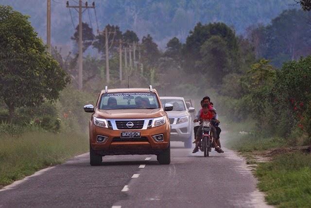 All New NP300 Nissan Navara Diuji Ketangguhannya di Sinabung