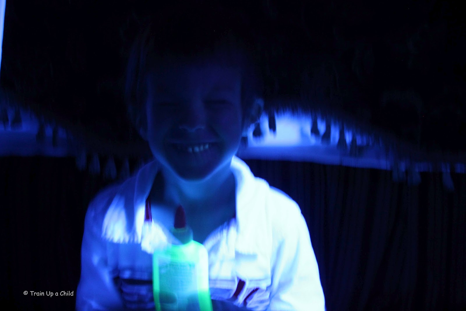 Home depot glow in the dark paint - Homemade Glowing Paint