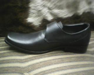 sepatu bally di lihat dari sisi kiri