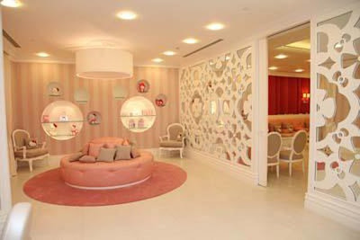 World's First Hello Kitty Spa In Dubai - Sofa