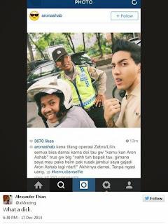 foto selfie aron ashab dengan polisi