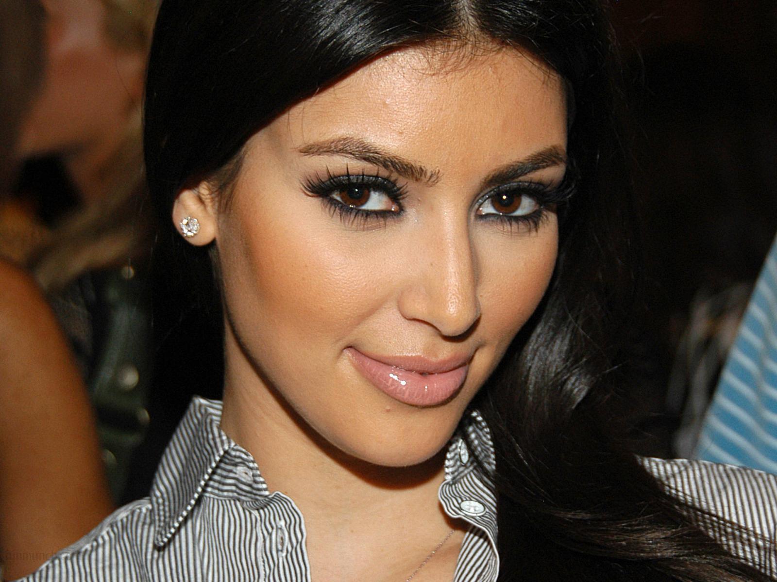 http://3.bp.blogspot.com/-Ouz7GNQXErc/T6ZnYPO62HI/AAAAAAAABFQ/QOPF72c5WOY/s1600/Kim+karadashian+HD+wallpaperss.jpg
