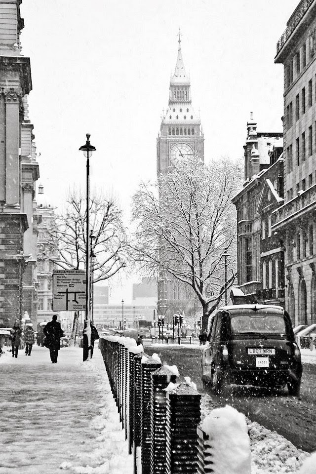 snowy day in londontown