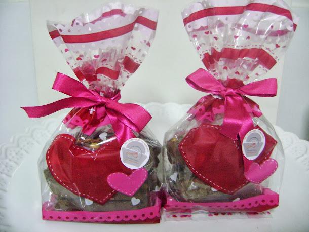 saquinhos decorados com 100 gramas de biscoitos amanteigados