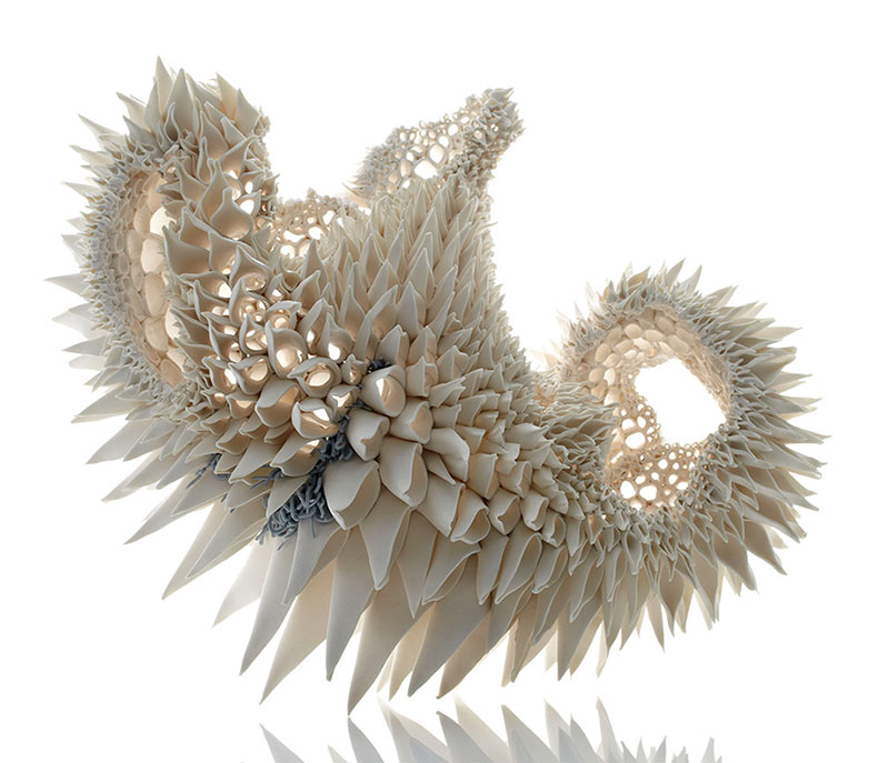 Esculturas de porcelana construidos a mano imitan los patrones fractales de la naturaleza