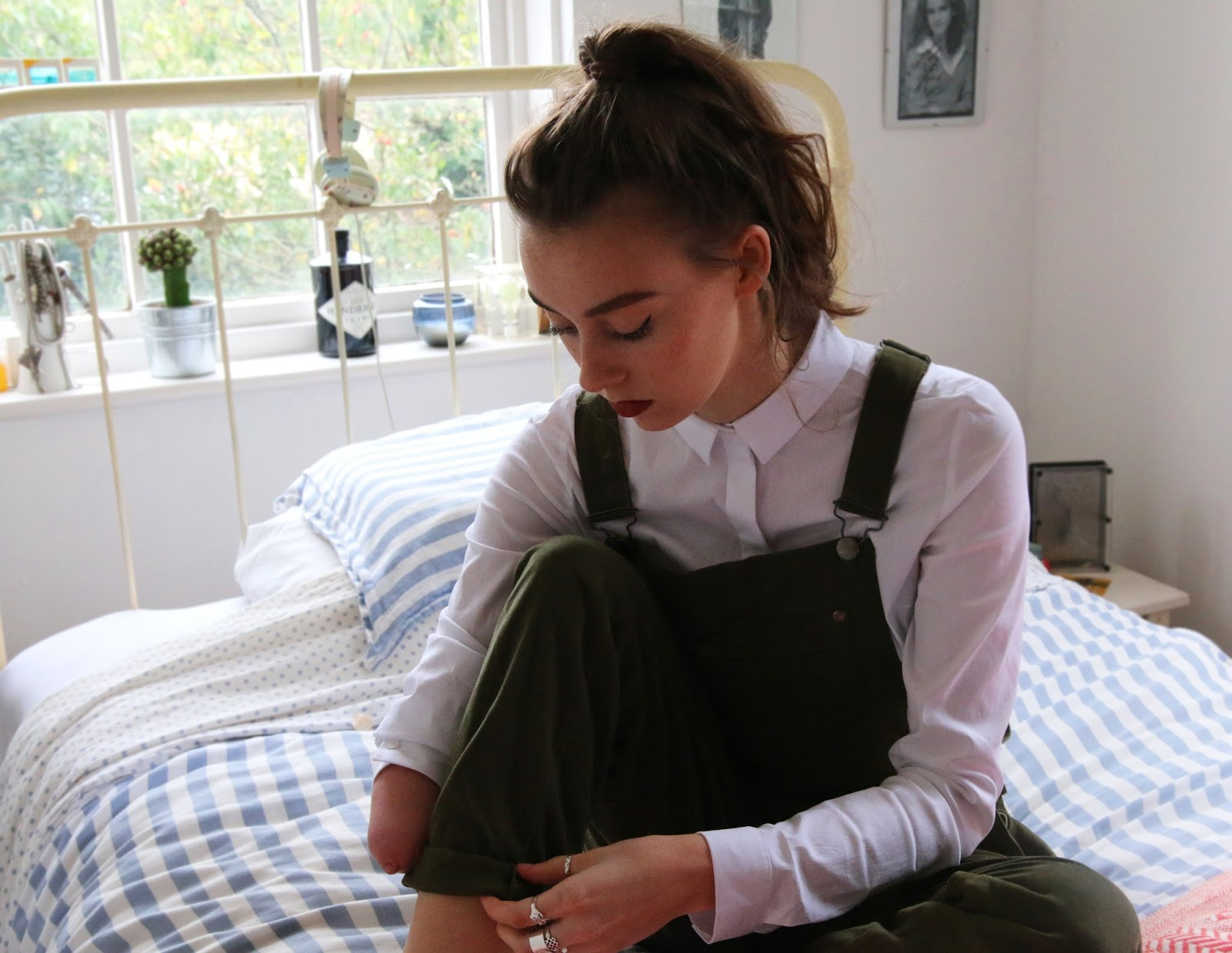 mandeville sisters, dungarees, overalls, green, ootd, blogger, fashion, british, grace mandeville, mandeville sisters, green overalls, green dungarees, asos, cos shirt,