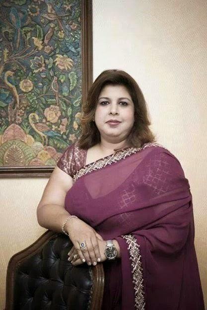 indian aunty saree Hot