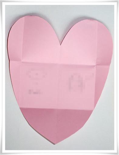 Pappershjärta som ska bli kuvert