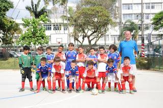 A categoria Sub-07 da equipe Teresópolis/PMT fez a bola rolar na nova quadra esportiva