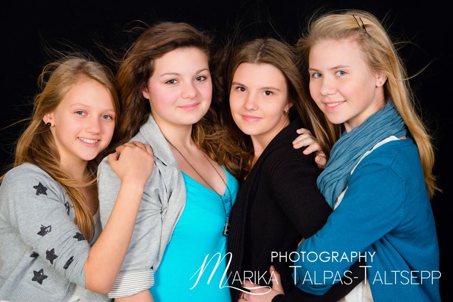 sõbrannad-teismelised-pildistamas