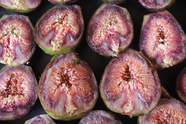 Photo of figs cut in half and the interesting shape revealed