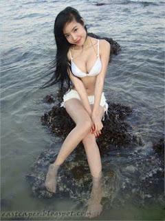 Tran Kim Hong bikini
