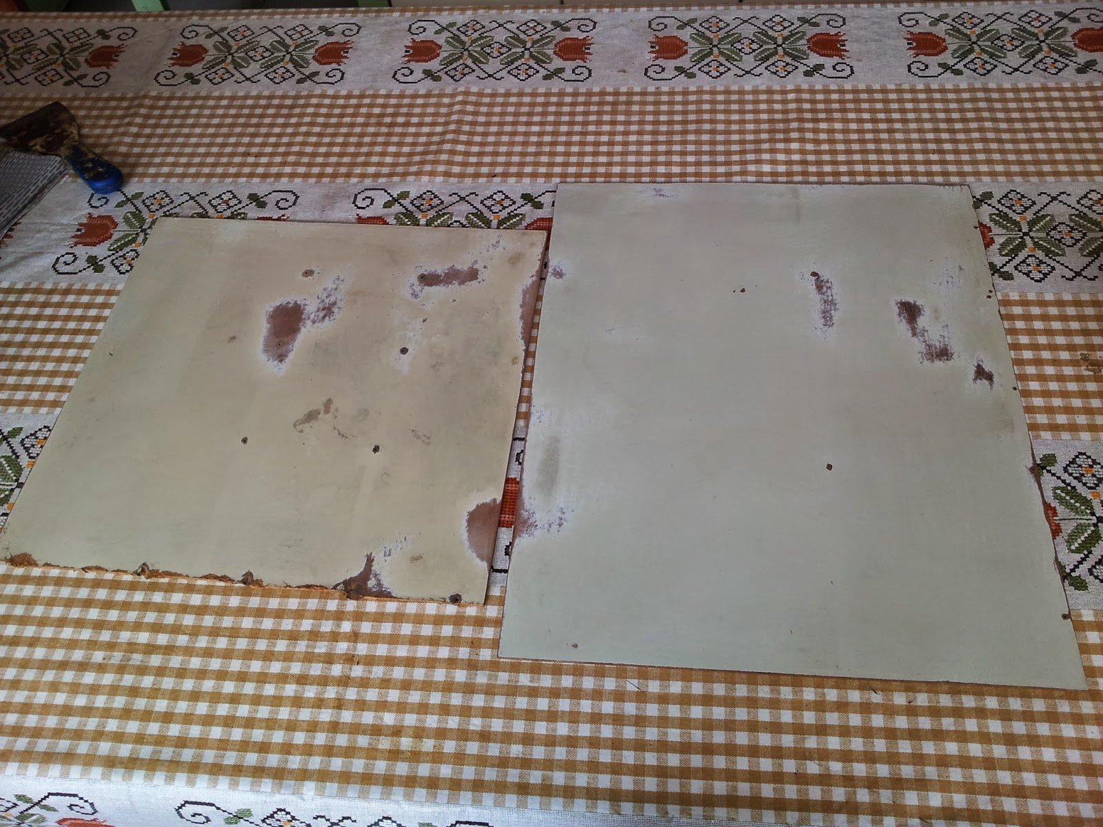 de lixar e limpar os fundos das gavetas apliquei papel de parede #674935 1600x1200