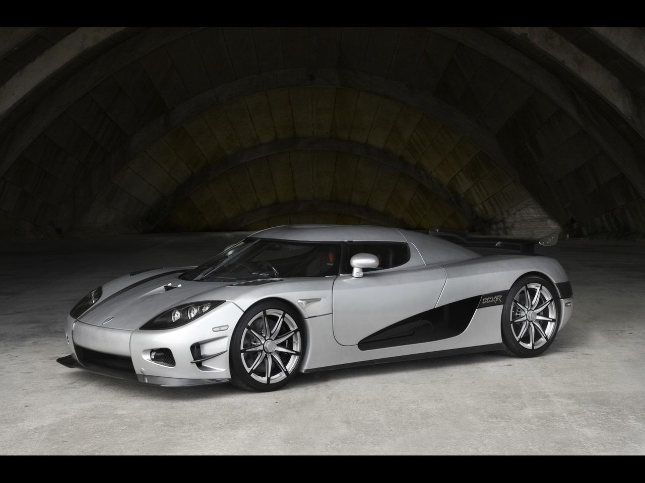http://3.bp.blogspot.com/-OxBKwEwzdi4/Tav3QQBgwbI/AAAAAAAAAUE/Iiz2TgwK3M8/s1600/Wallpaper-Koenigsegg-Trevita-Front-View.jpg
