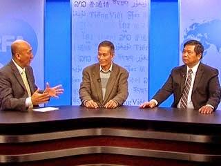 Từ trái qua: BTV Mặc Lâm, Blogger Điếu Cày và Cù Huy Hà Vũ tại trụ sở RFA ở Washington DC hôm 21/11/2014