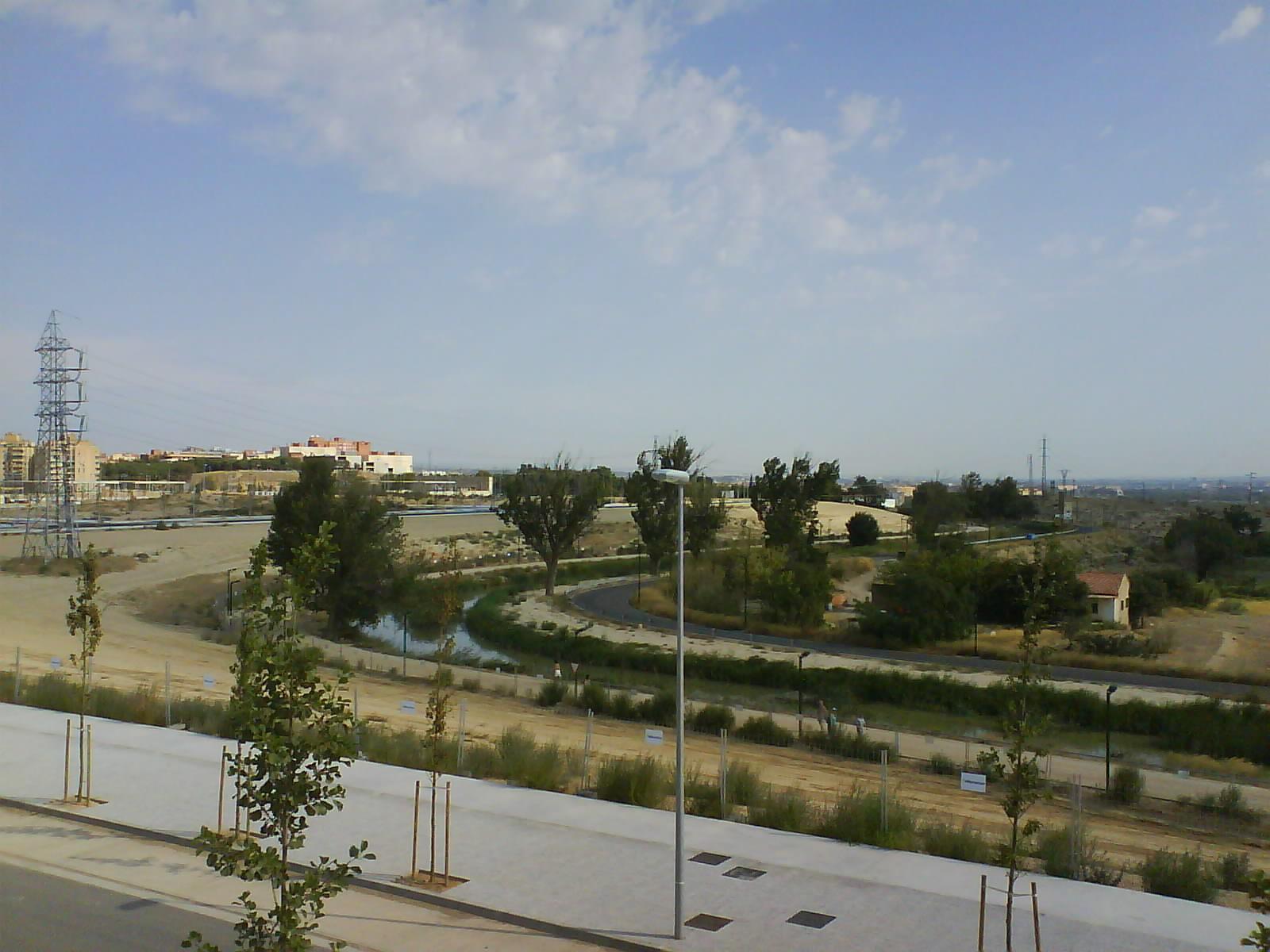 Canal Imerial de Aragón desde Urbanización Parque Venecia Zaragoza