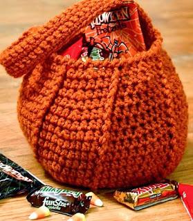 http://translate.googleusercontent.com/translate_c?depth=1&hl=es&rurl=translate.google.es&sl=en&tl=es&u=http://www.petalstopicots.com/2012/10/halloween-pumpkin-trick-or-treat-bag-crochet-pattern/&usg=ALkJrhj1vjNwmSNucCdr1JlbOiPr_Og1nA