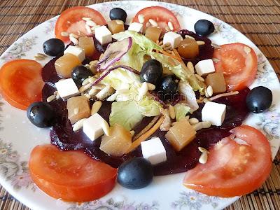 ensalada, remolacha, queso, membrillo, tomates