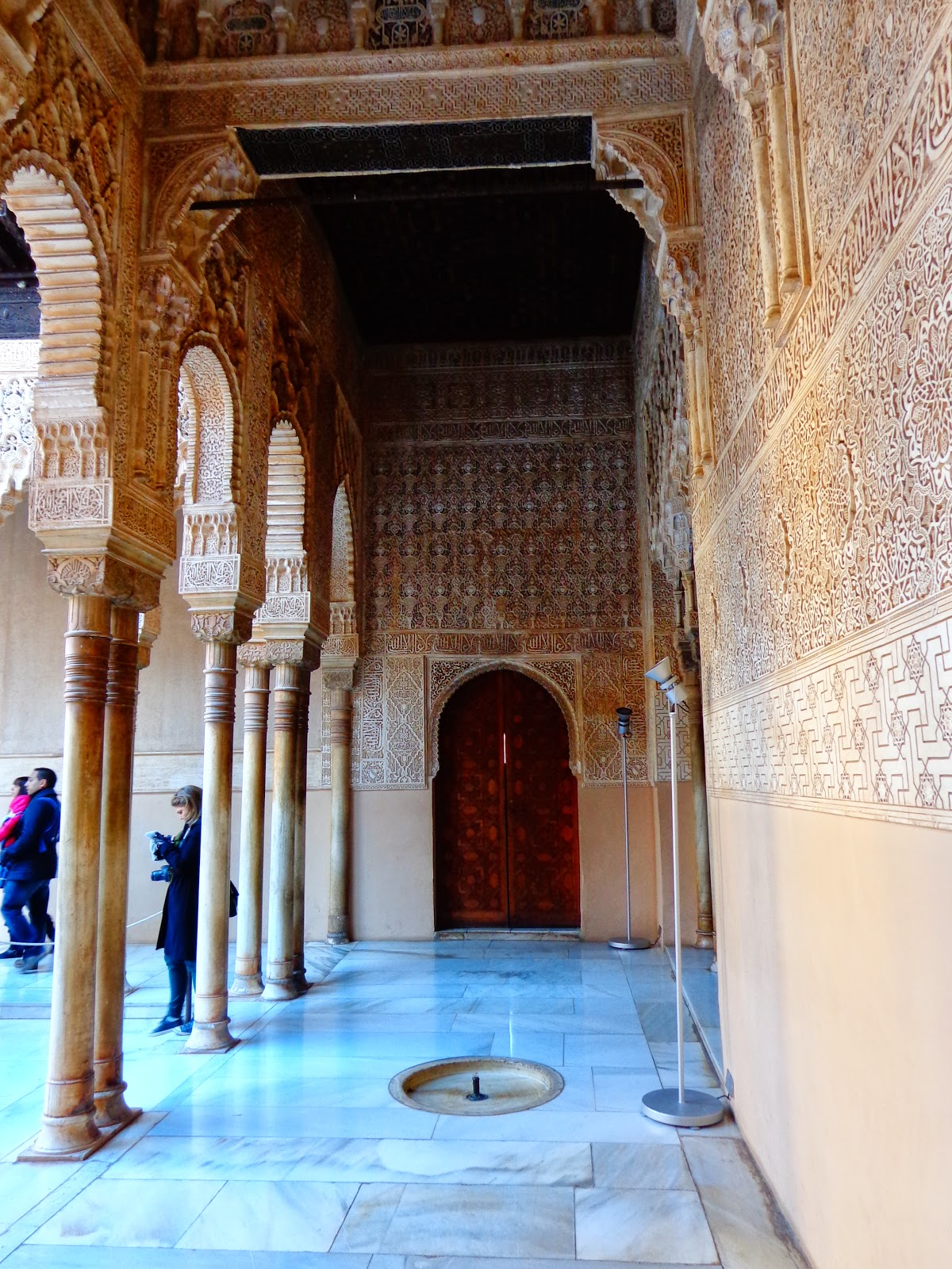 Araceli rego de lo humano a lo divino patio de los leones - Fuentes decoracion interior ...