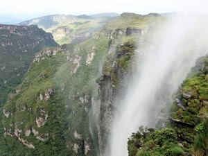 Cachoeira da Fumaça é um dos principais cartões-postais da Chapada Diamantina (Foto: José Raphael Berrêdo / G1)