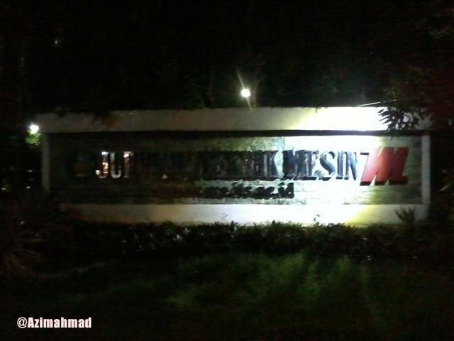 Papan Nama Laboratorium Teknik Mesin ITS Tampak Depan.