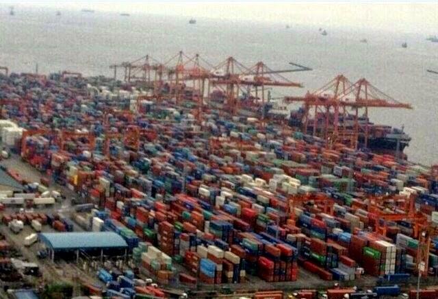 美國西岸所有碼頭(洛杉磯舊金山西雅圖)出口貨櫃加收碼頭賭塞費-美國洛杉磯港和長攤港遭遇十年來最大貨櫃塞爆危機