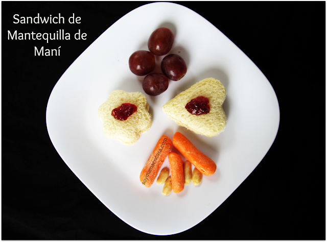 merienda sandwich de mantequilla de maní y vegetales