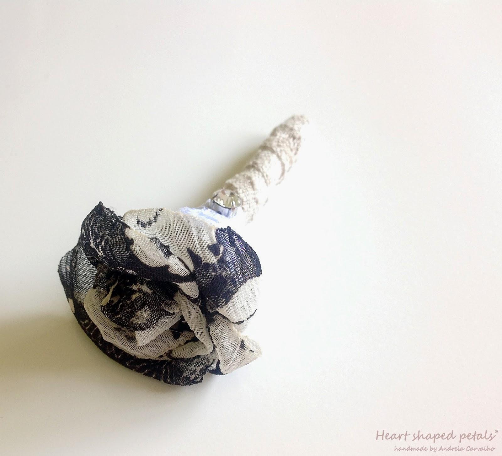 flor de lapela em tecido noivos