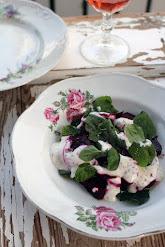 Punajuurisalaatti kardemumma-jogurttikastikkeella