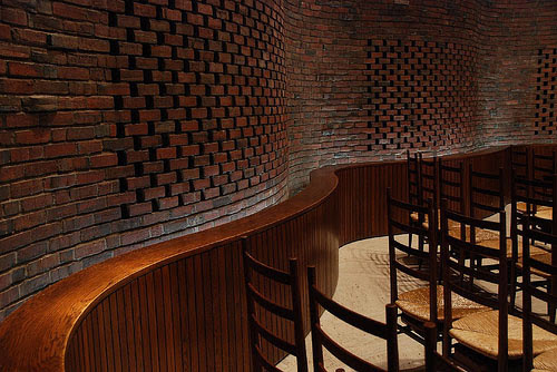 Combrick Wall Design : Cool brick wall design in a restaurant
