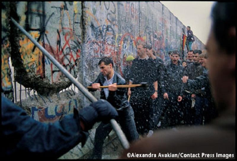 Destruction Of The Berlin Wall Blog of Awesome: Novem...