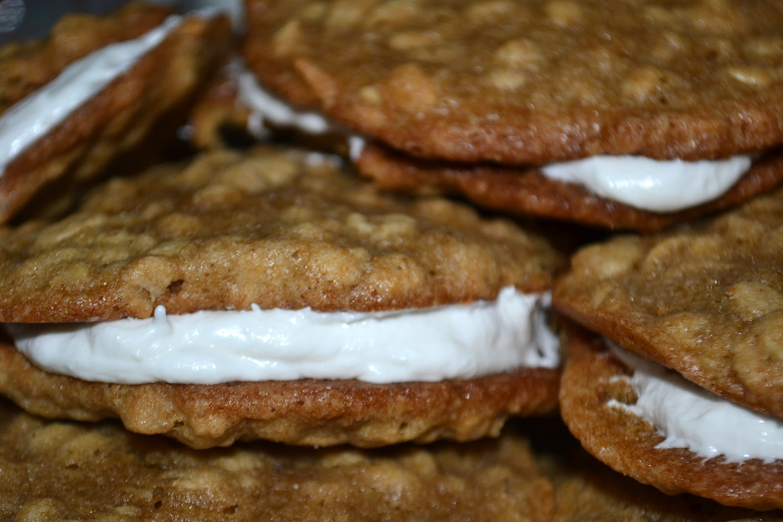 Oatmeal Cream Pies with Marshmallow Cream Filling AKA the most awesome ...