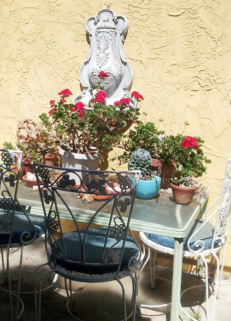 Sunny Mediterranean style outdoor dining, beach cottage on the California coast, from Studio, Garden and Bunglawo