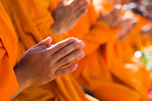 Vì sao thành tâm khấn Phật nhưng vẫn gặp hoạn nạn?